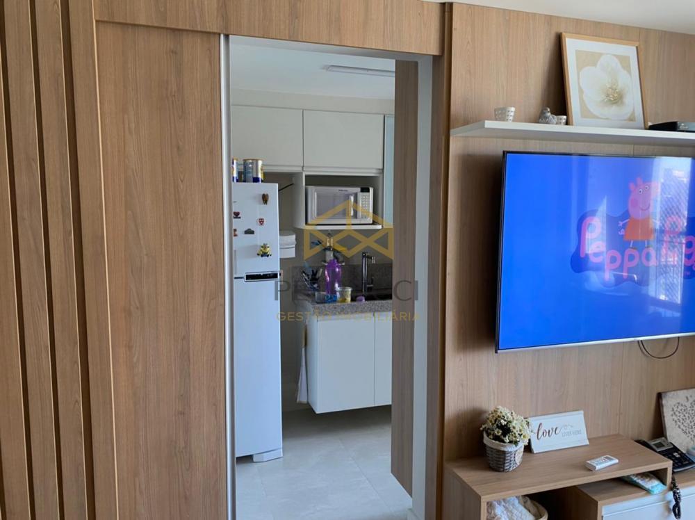 Comprar Apartamento / Padrão em Campinas R$ 1.060.000,00 - Foto 2